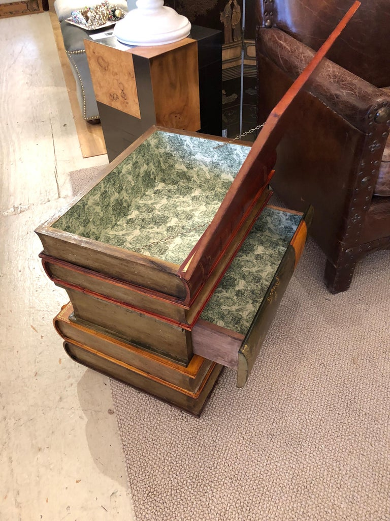 Libraryish Tromp l'Oeil Book Motif End Table Chest In Excellent Condition For Sale In Hopewell, NJ