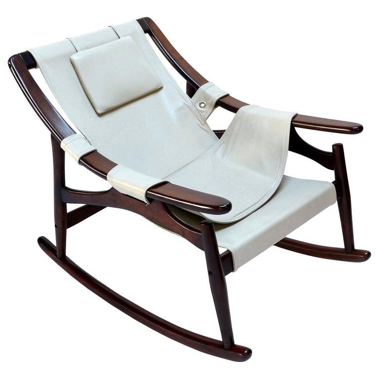 Liceu de Arte Brazilian Jacaranda Wood Rocking Chair in Beige Leather, 1960s For Sale