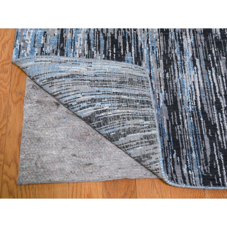 Hand-Knotted Light And Dark Ombre Design Pure Wool Hand Knotted Oriental Rug For Sale