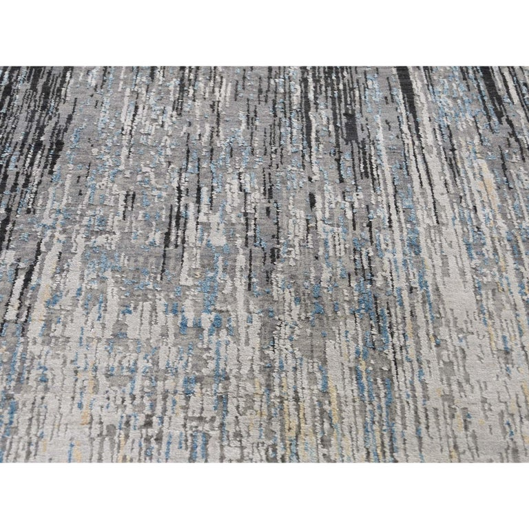 Light And Dark Ombre Design Pure Wool Hand Knotted Oriental Rug For Sale 2