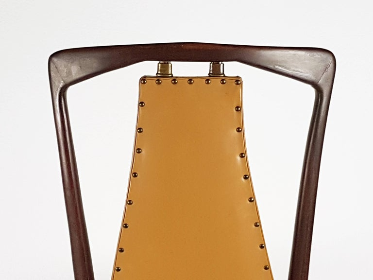 Light-Brown Skai & Wood 1940s Dining Chairs style of Osvaldo Borsani For Sale 3