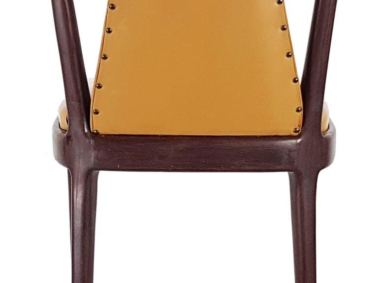 Light-Brown Skai & Wood 1940s Dining Chairs style of Osvaldo Borsani For Sale 4