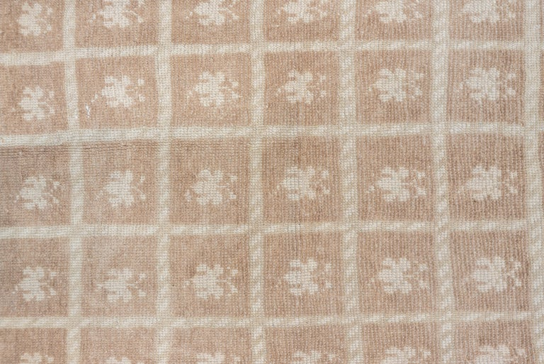 Light Brown Vintage Oushak Runner, Transitional Design In Good Condition For Sale In New York, NY