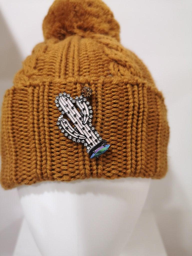 Light brown wool cactus brooch hat totally handmade in italy