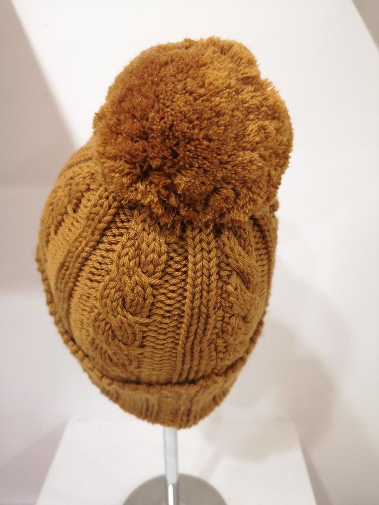 Women's or Men's Light brown wool cactus brooch hat For Sale