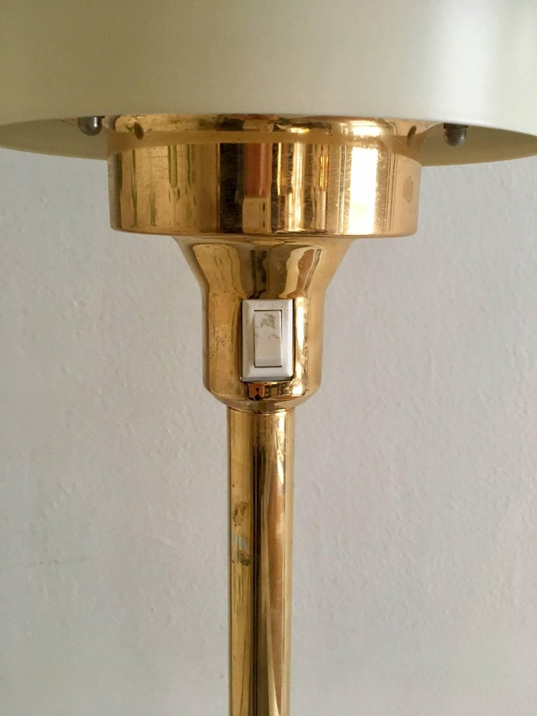 Light Studio by Horn Brass Floor Lamp, Model 1585 In Good Condition For Sale In Madrid, ES