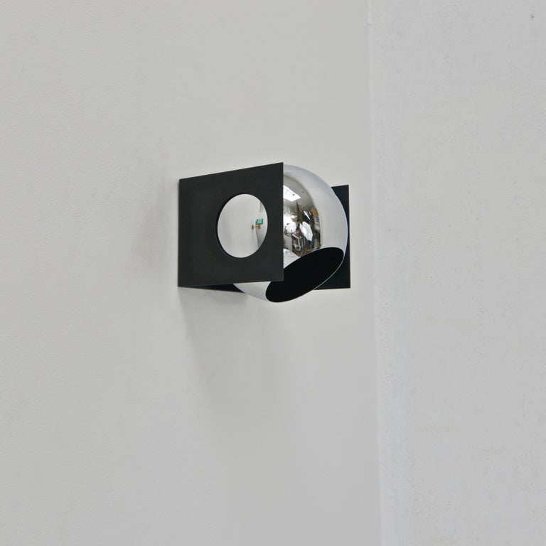"""Single 1970s modern chrome and steel directional sconce by Lightolier of the USA. Single E26 medium based socket. Currently wired for use in the US. Lightbulb included with order. Measurements: Height of 8"""" Depth 8"""" Width 8."""