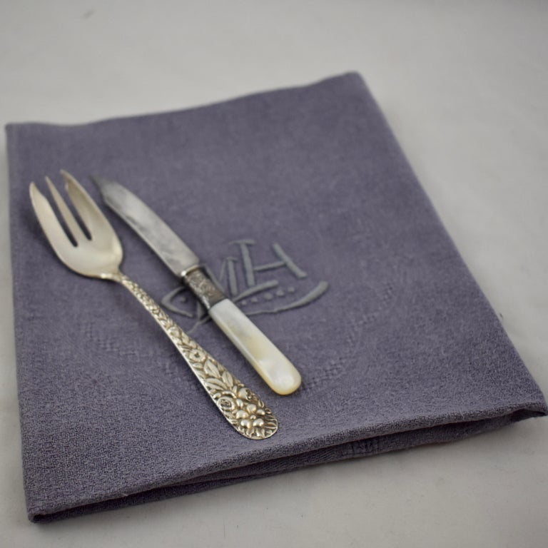 Lilac Linen Damask Hand-Embroidered French Provençal Dining Napkins, Set of 4 For Sale 6