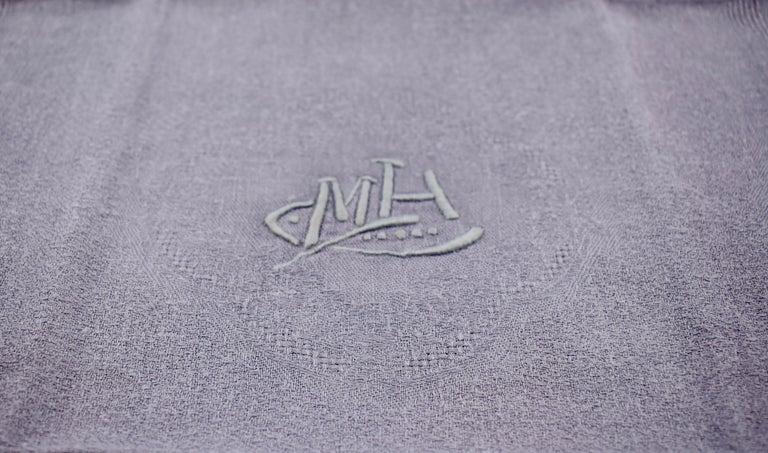 Lilac Linen Damask Hand-Embroidered French Provençal Dining Napkins, Set of 4 For Sale 2