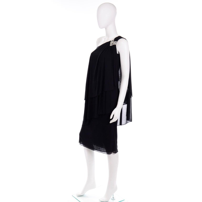 Lilli Diamond Vintage Black 1970s One Shoulder Grecian Evening Dress w Jewel In Excellent Condition For Sale In Portland, OR