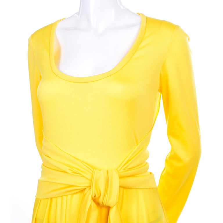 Lillie Rubin Collection 700 Vintage Dress in Yellow Jersey With Sash In Excellent Condition For Sale In Portland, OR