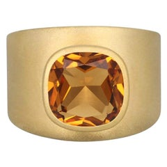 Lilly Band Ring in 18K Gold Brushed Finish with 4.20 Carat Citrine