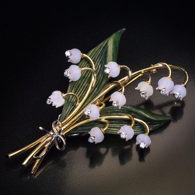 Lilly of the Valley Jade Rock Crystal Diamond Gold Vintage Brooch In Excellent Condition For Sale In Chicago, IL