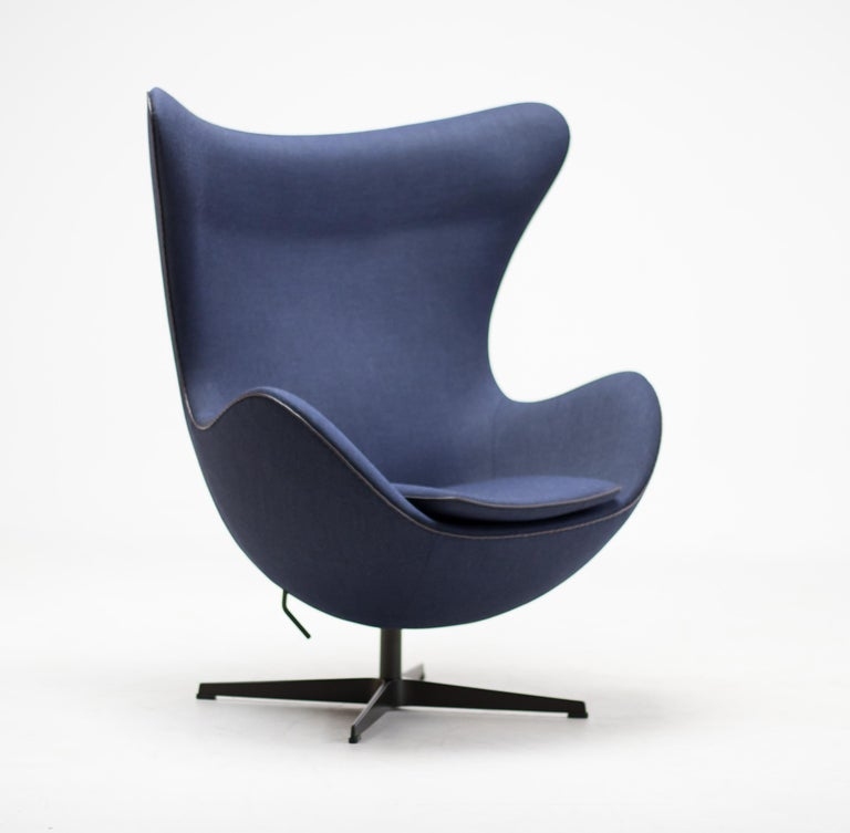 Limited Edition Blue Canvas Egg Chair by Arne Jacobsen For Sale 4