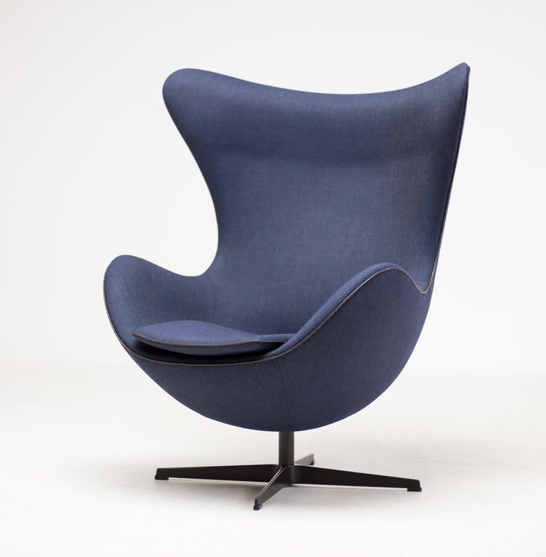 Limited Edition Blue Canvas Egg Chair by Arne Jacobsen In Excellent Condition For Sale In Dronten, NL