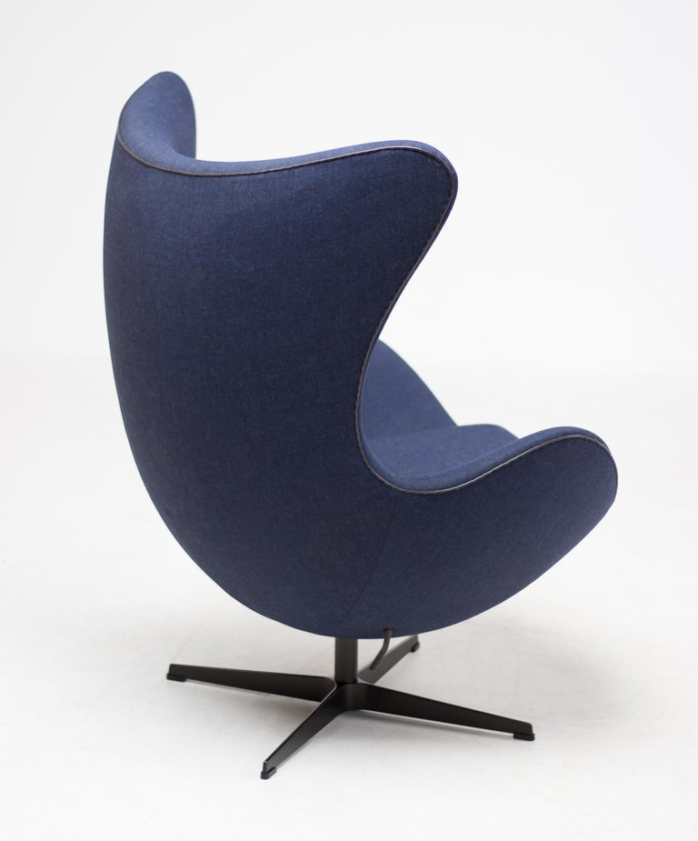 Aluminum Limited Edition Blue Canvas Egg Chair by Arne Jacobsen For Sale