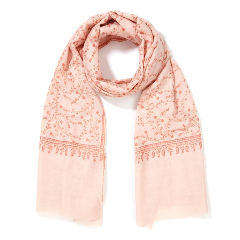 Limited Edition Hand Embroidered Pale Pink 100% Cashmere Shawl - Gift In New Condition For Sale In London, GB