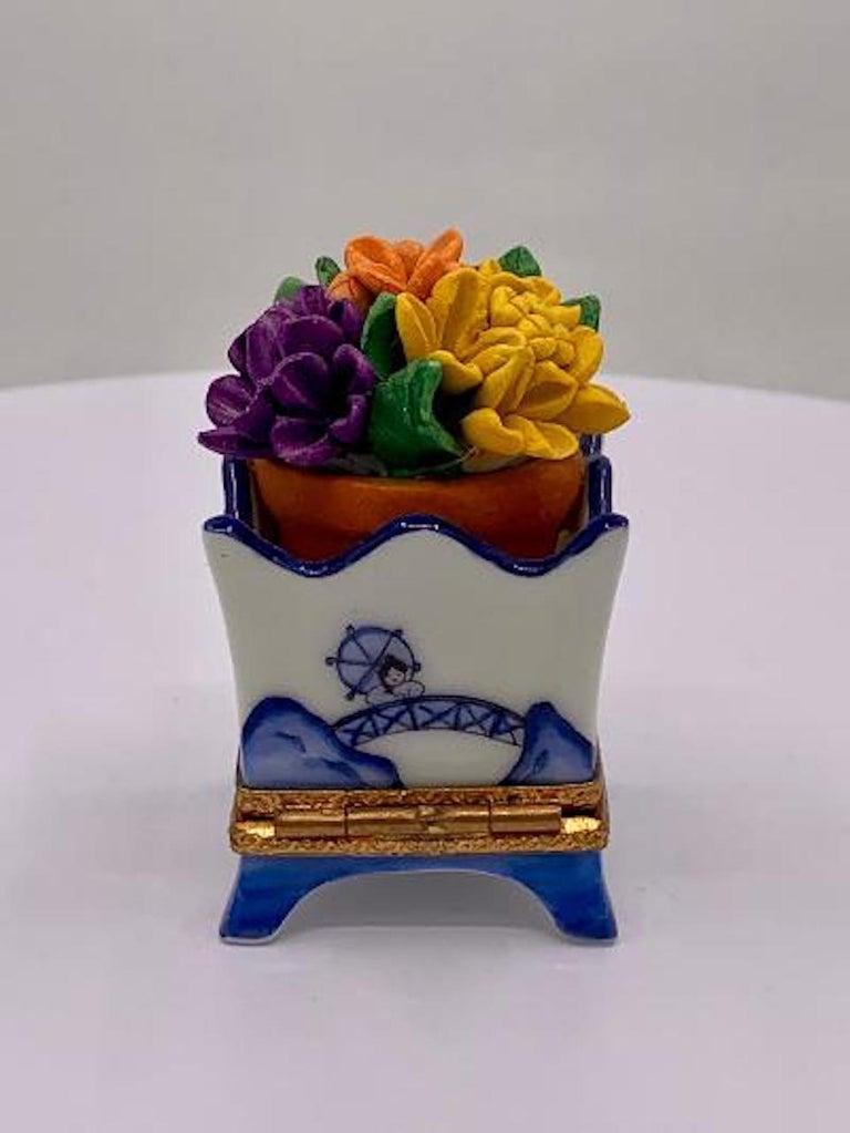 Hand-Painted Limoges France Hand Painted Blue Willow Design Flower Pot Porcelain Trinket Box
