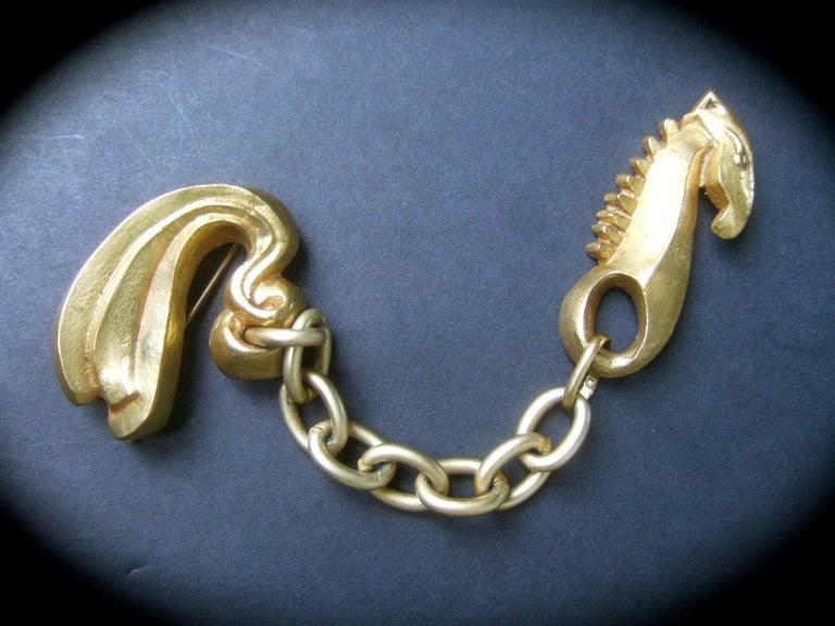 Line Vautrin 1940s Art Deco Articulated Gilt Bronze Seahorse Brooch In Good Condition For Sale In Santa Barbara, CA