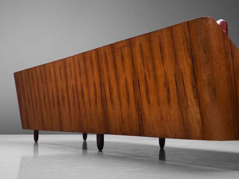 Lineart Moveis e Decoracoes Customizable Sofa in Rosewood In Good Condition For Sale In Waalwijk, NL
