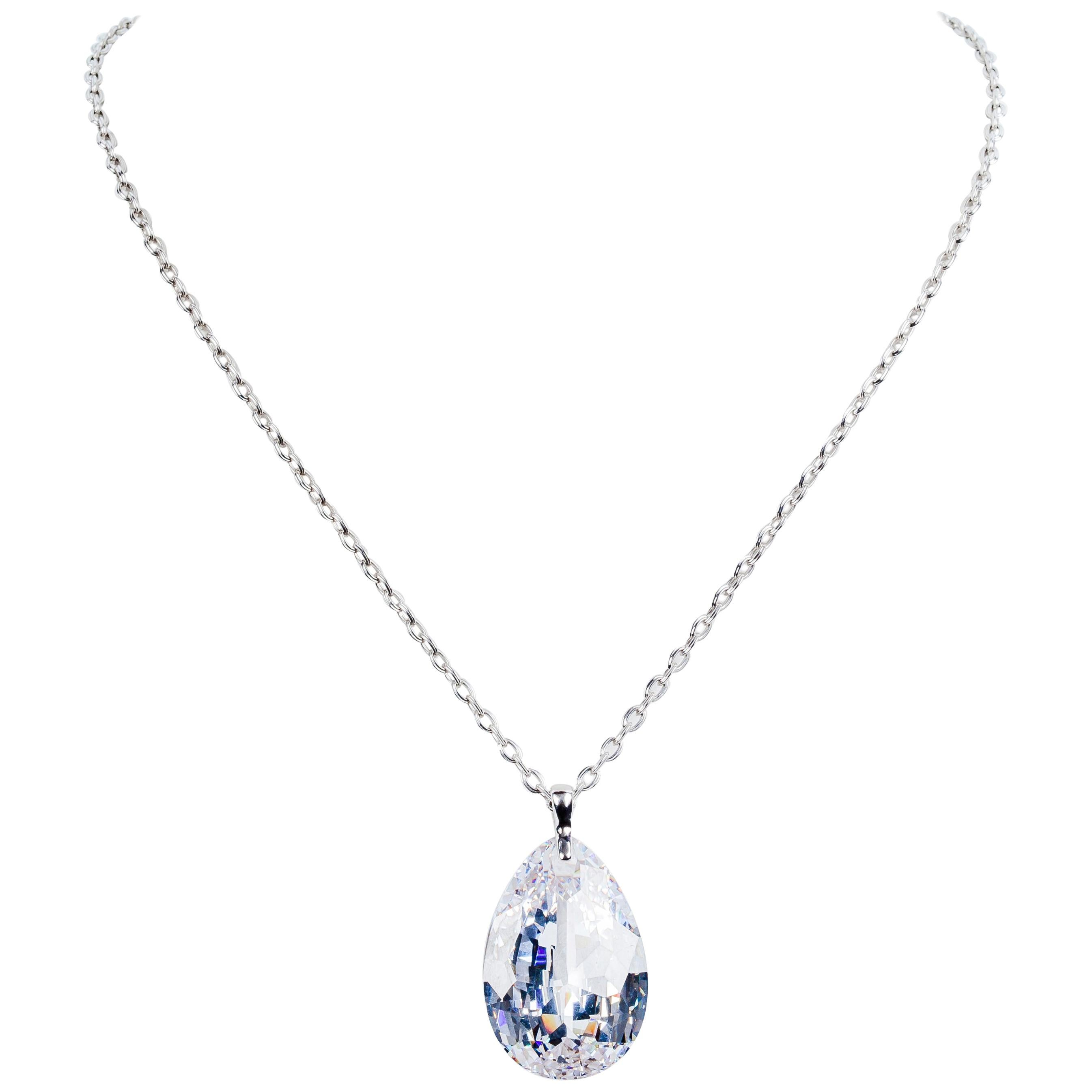 Link Necklace in White Gold with Faceted Treated Crystal Drop Motif