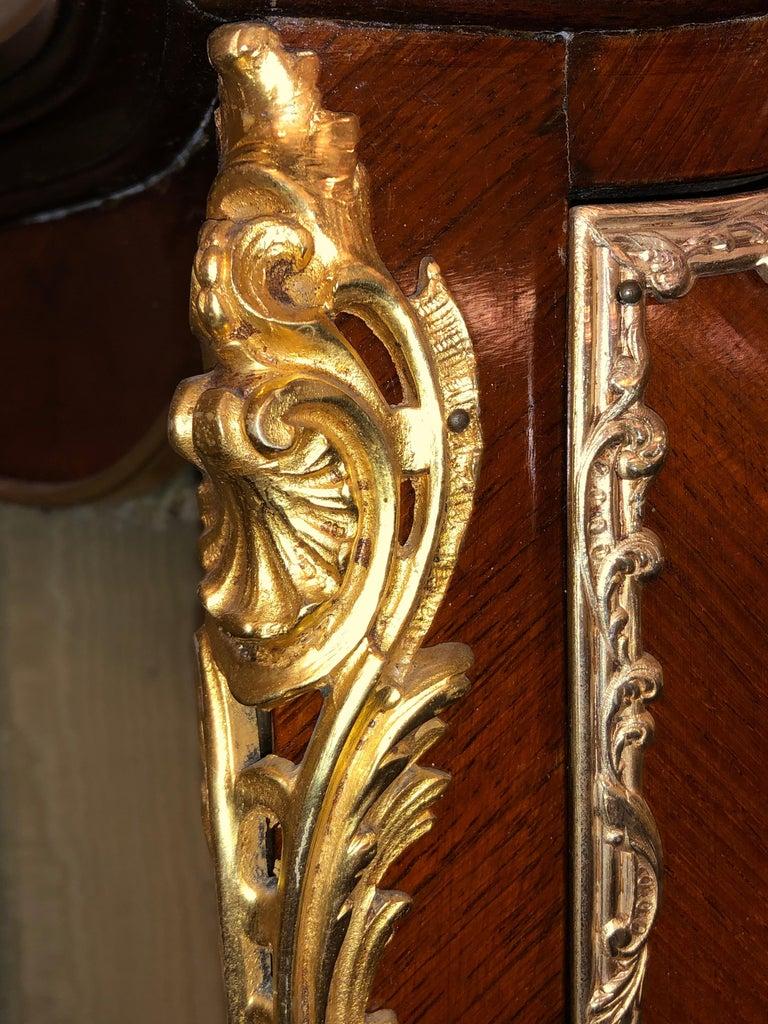 Linke Style Louis XV Curio / Vitrine Cabinet 19th-20th Century, Bombe Inlaid For Sale 2