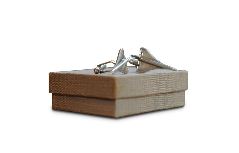 Links of London pair of solid silver cuff links modelled on the iconic Concorde  Links of London a pair of solid silver novelty cuff links in the image of the iconic Concorde. Ideal for any plane enthusiast or a nice present for him at