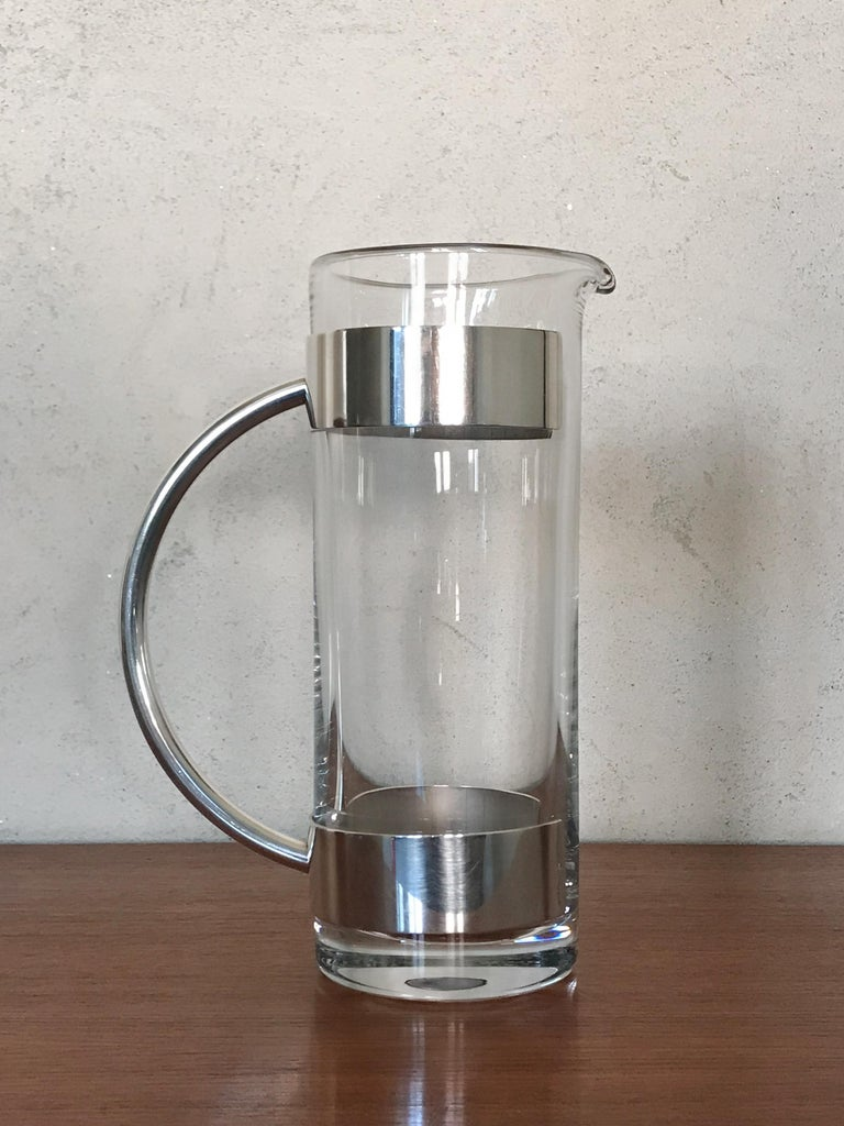 Italian crystal and silver plate carafe water jug design Lino Sabattini, signature Lino Sabattini Made in Italy engraved on the removable handle, excellent crystal condition, Mid-Century Modern design, 1960s.  Please note that the item is original