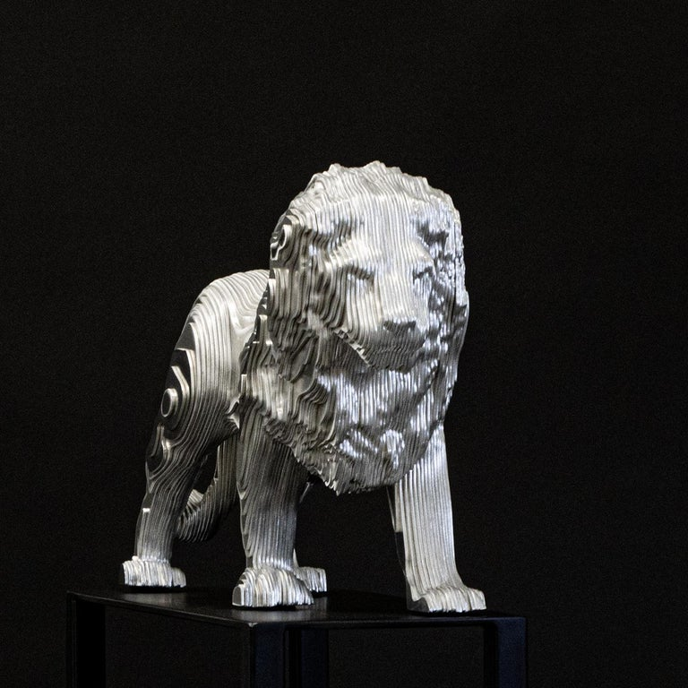 Lion Medium Polished Sculpture In New Condition For Sale In Paris, FR