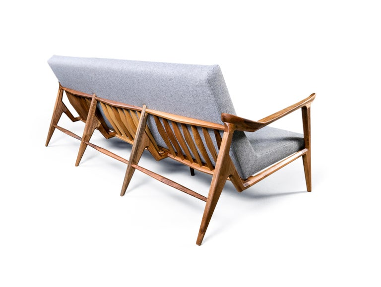 Design of the Lipa collection intertwines elements of Danish and Japanese style. The ergonomic shape of the armrest, dynamically placed rear leg, characteristic 'elbow' in the frame which holds the seat, as well as playful rear grille which also