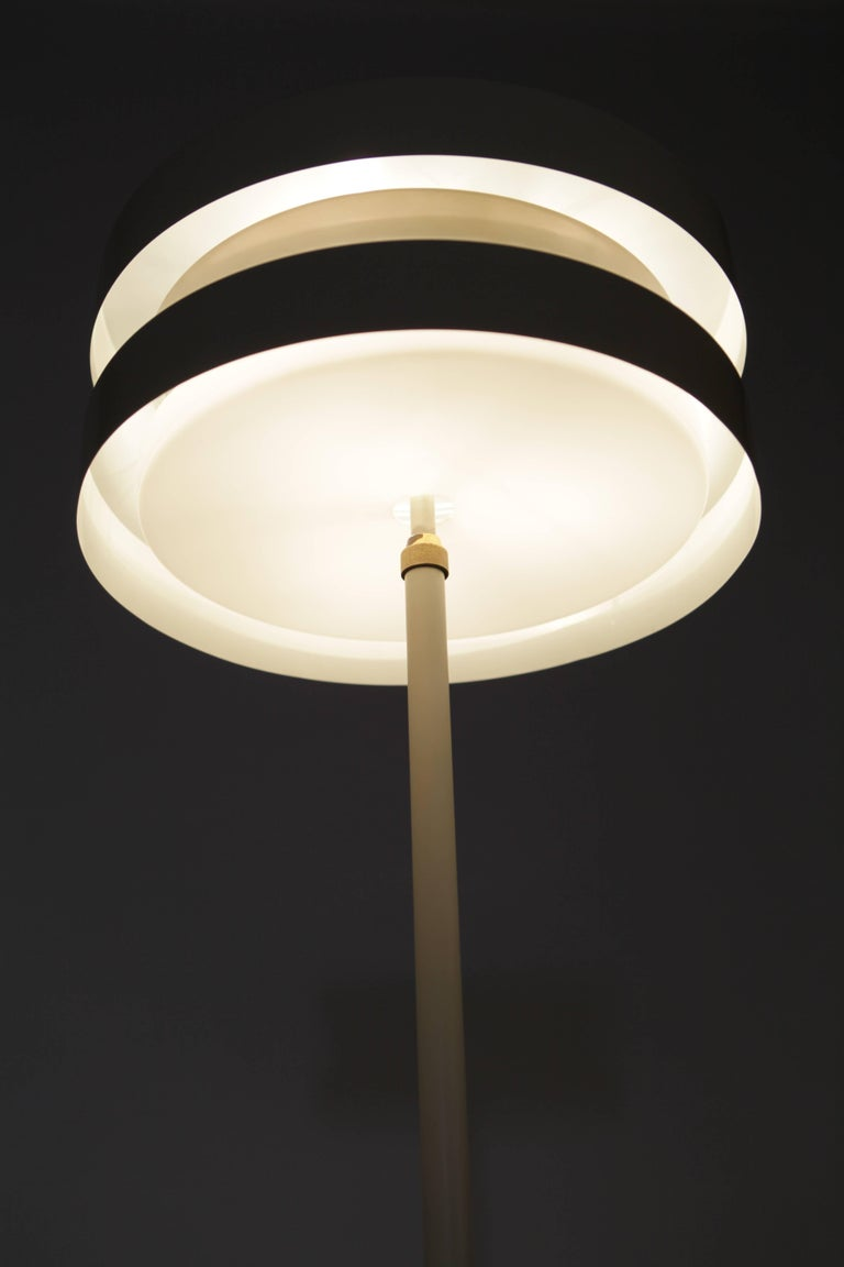 Lisa Johansson-Pape, floor lamp in painted metal and brass details, manufactured by Orno in Finland in the 1960s. Rewired.