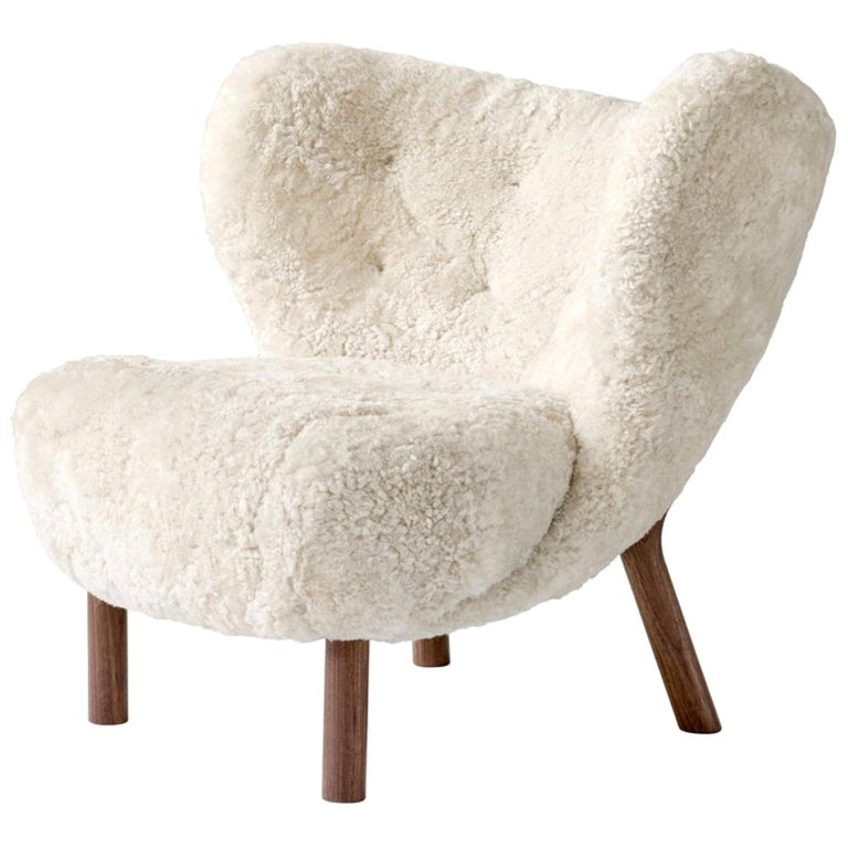 Little Petra Lounge Chair in Sheepskin with oiled Walnut Frame by & Tradition For Sale