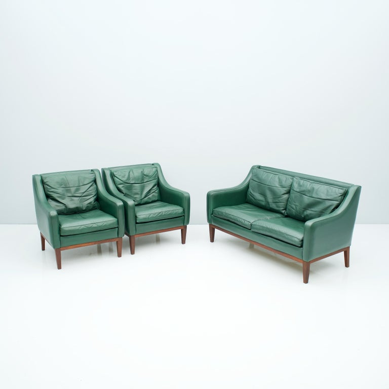 Mid-Century Modern Living Room Set in Green Leather Sofa and Lounge Chairs Italy 1958 Teak For Sale