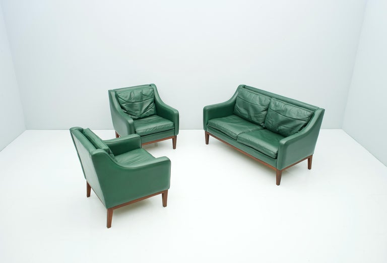Italian Living Room Set in Green Leather Sofa and Lounge Chairs Italy 1958 Teak For Sale