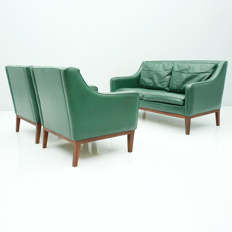 Mid-20th Century Living Room Set in Green Leather Sofa and Lounge Chairs Italy 1958 Teak For Sale