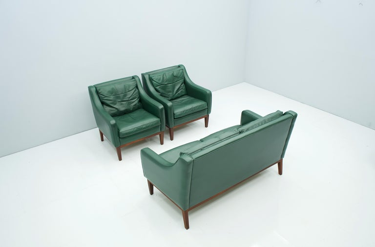 Living Room Set in Green Leather Sofa and Lounge Chairs Italy 1958 Teak For Sale 1