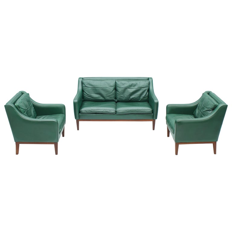 Living Room Set in Green Leather Sofa and Lounge Chairs Italy 1958 Teak For Sale