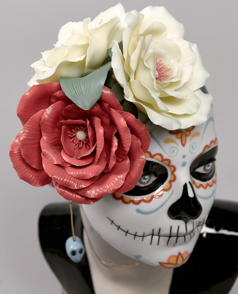 Lladro Beautiful Catrina Figurine by Raul Rubio In New Condition For Sale In New York, NY