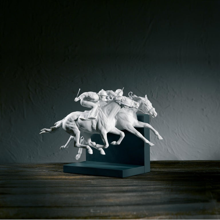 Race of horses figurine joined together and one of them attached to the white, glossy and matte porcelain base limited series. The thrilling energy of a horse race, captured in all its movement and with faithfulness to the smallest detail in this