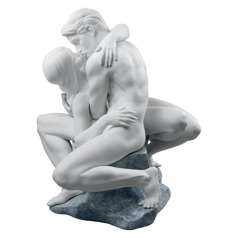 Lladro Passionate Kiss Couple Sculpture in White by José Luis Santes For Sale