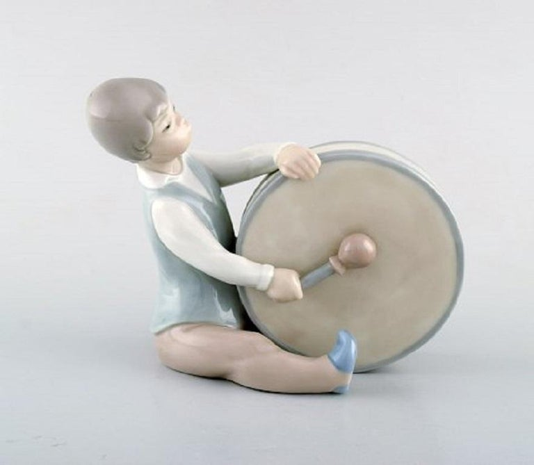 Lladro, Spain. Four porcelain figurines. Children with instruments, 1980s. Largest measures: 23 x 9.5 cm. In very good condition. Stamped.