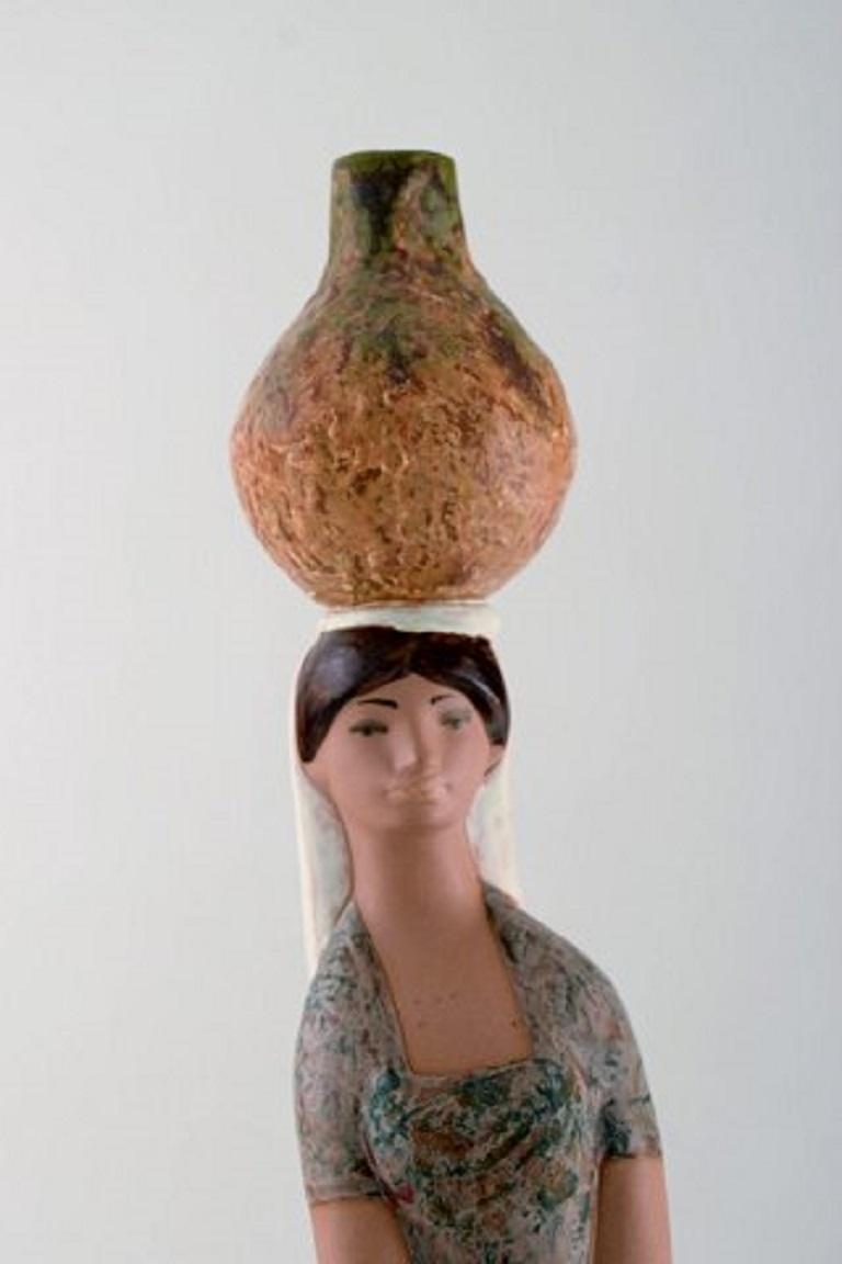 Lladro, Spain, Large Figure in Glazed Ceramics, Woman Carrying Water In Good Condition For Sale In Copenhagen, Denmark