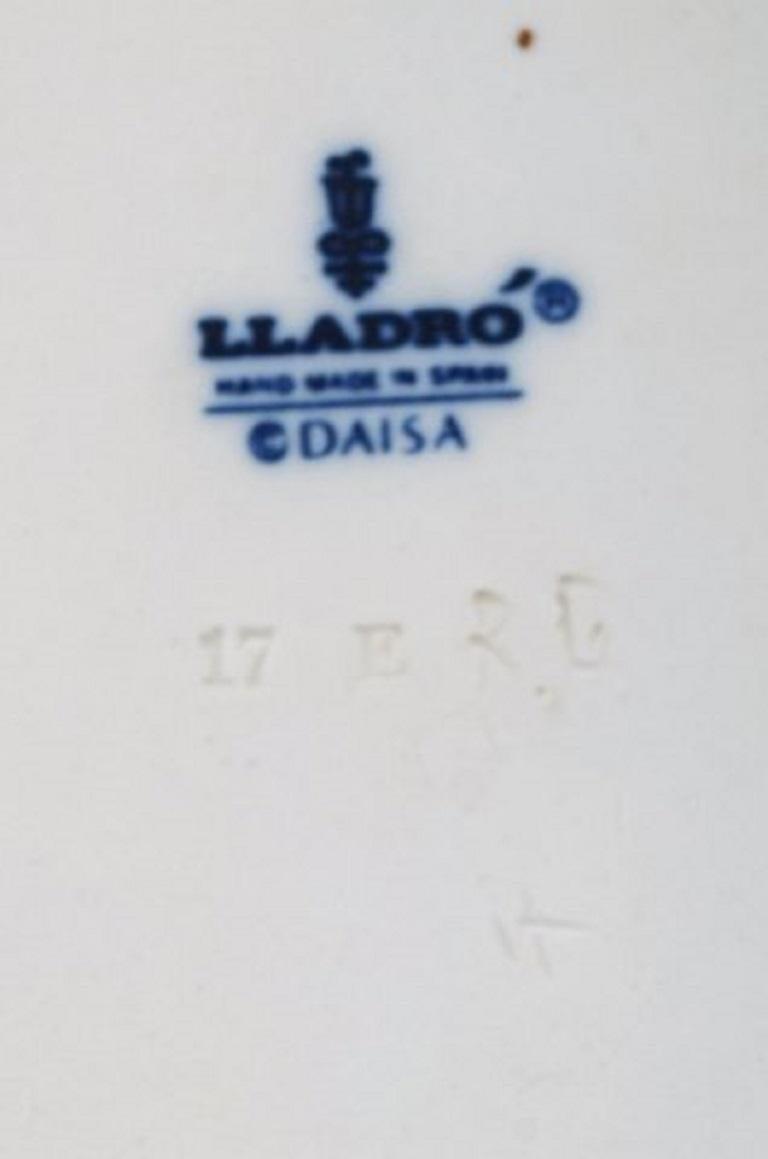 Lladro, Spain, Large Sculpture in Glazed Ceramics, Eskimo Girl, 1980s For Sale 2