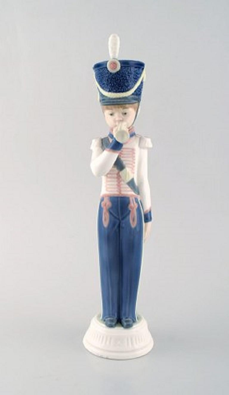 Lladro, Spain. Two porcelain figurines, Guard boys, 1980s-1990s. Measures: 31.5 x 8.5 cm. In very good condition. Stamped.