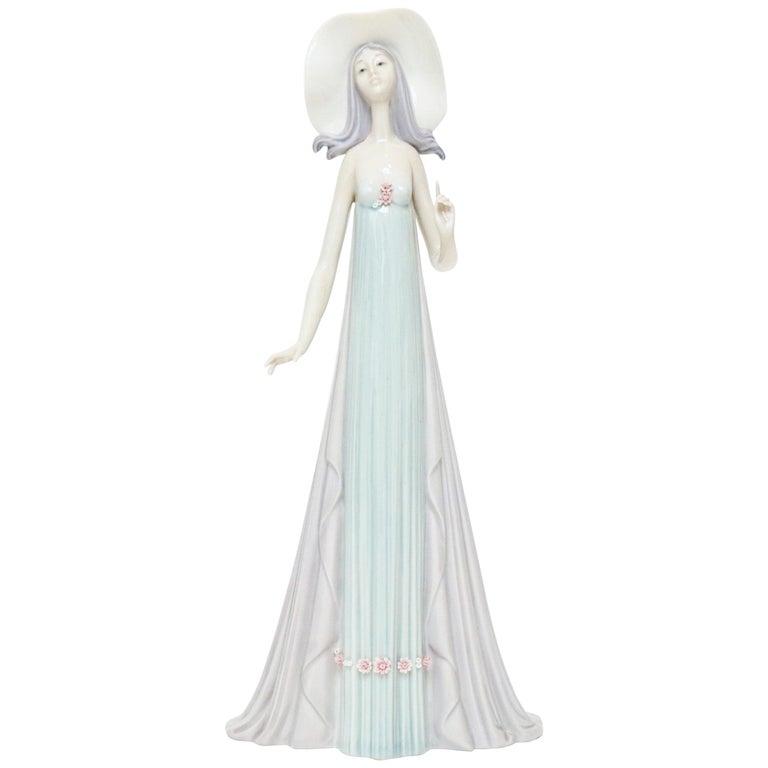 "Lladró ""The Debutante"" Fine Porcelain Figurine, 1981 For Sale"