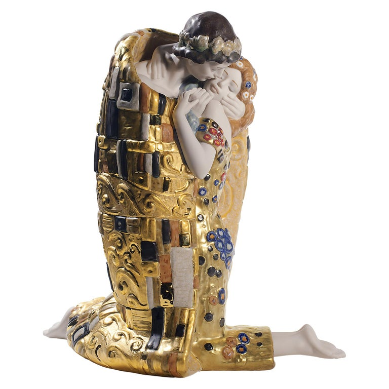 Lladro The Kiss Couple Sculpture in Golden Luster by Antonio Ramos For Sale
