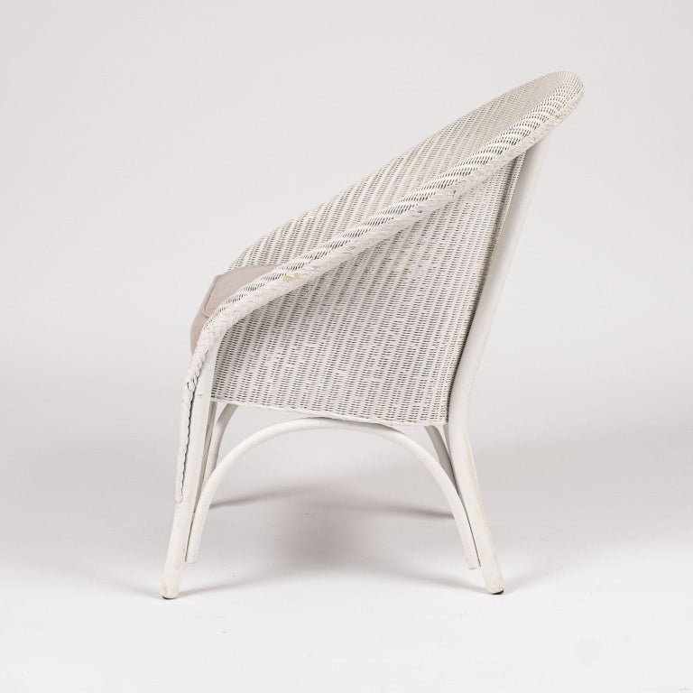 20th Century Lloyd Loom Style White Painted Wicker Chair For Sale