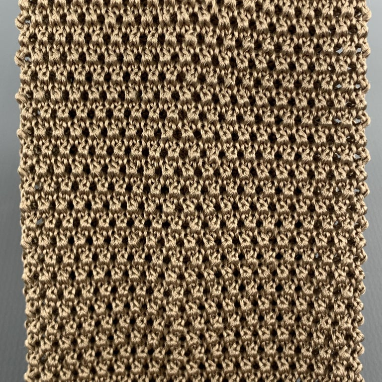 LOCK & CO LONDON neck tie comes in a textured silk knit with a square tip. Made in Italy.  Excellent Pre-Owned Condition.  Width: 2.5 in.