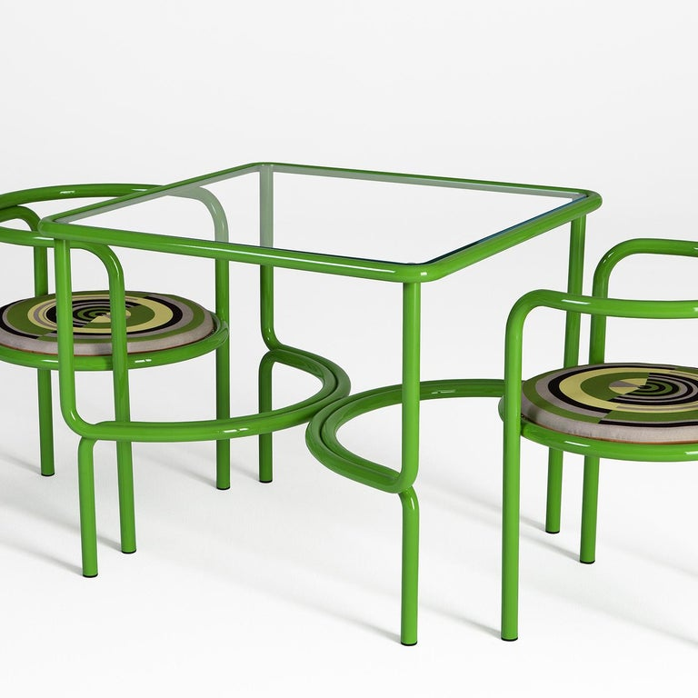 Marked by a streamlined silhouette, this chair makes an indispensable addition to any outdoor area, bringing a functional element with a colorful soul. The bright green tubular steel structure provides the perfect frame for the round padded seat