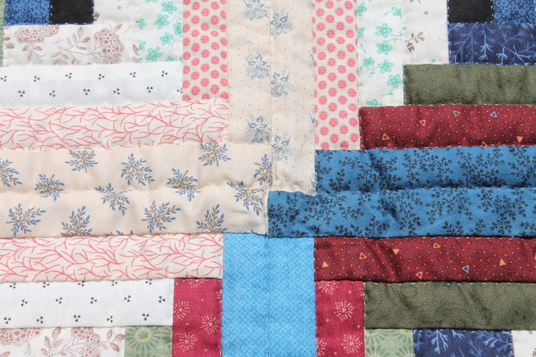 Log Cabin Crib Quilt from Pennsylvania In Excellent Condition For Sale In Los Angeles, CA